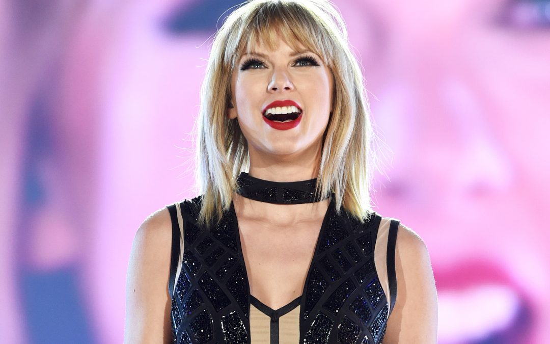 Taylor Swift filming music video at several locations in London