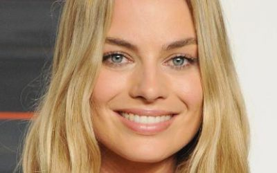Margot Robbie in Negotiations to Star in Barbie Movie